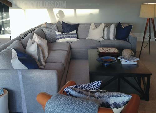 dream-home-decorating-ideas-gray-couch-navy-blue-pillows