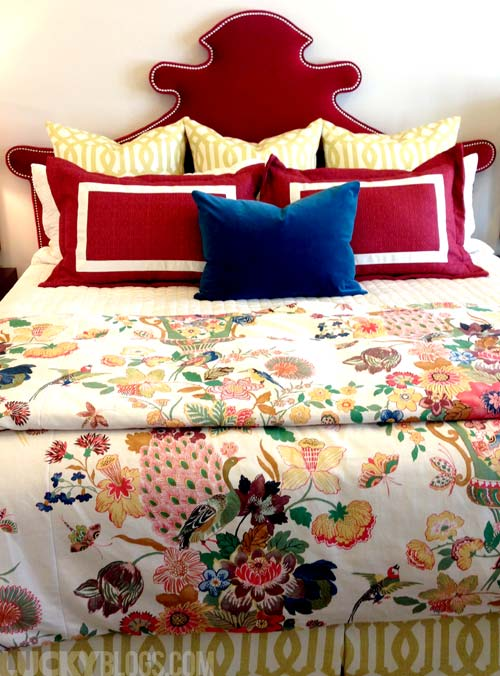dream-home-decorating-ideas-japanese-bedding-red-velvet