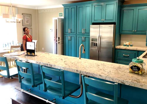 dream-home-decorating-ideas-second-kitchen-turquoise-bar-stools